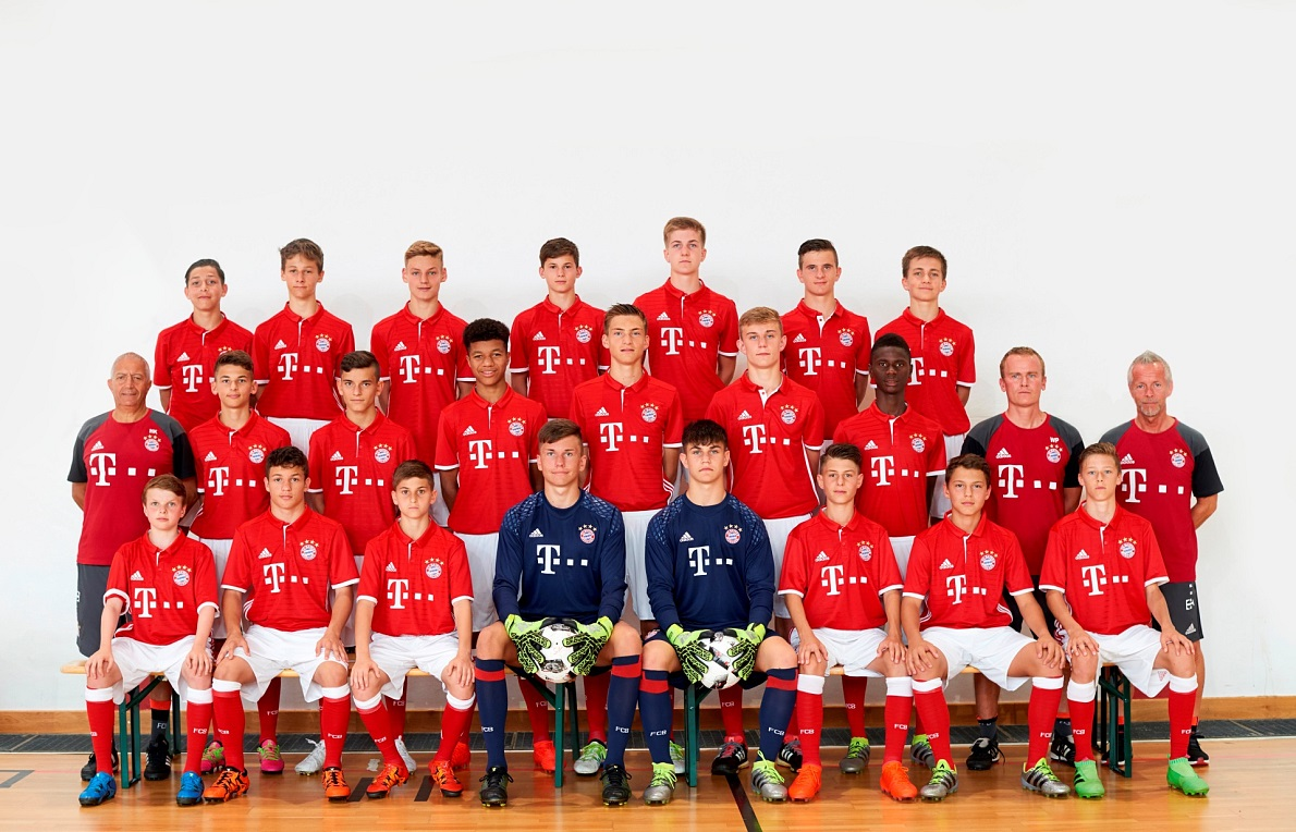 fc bayern m chen enters with all three teams. Black Bedroom Furniture Sets. Home Design Ideas